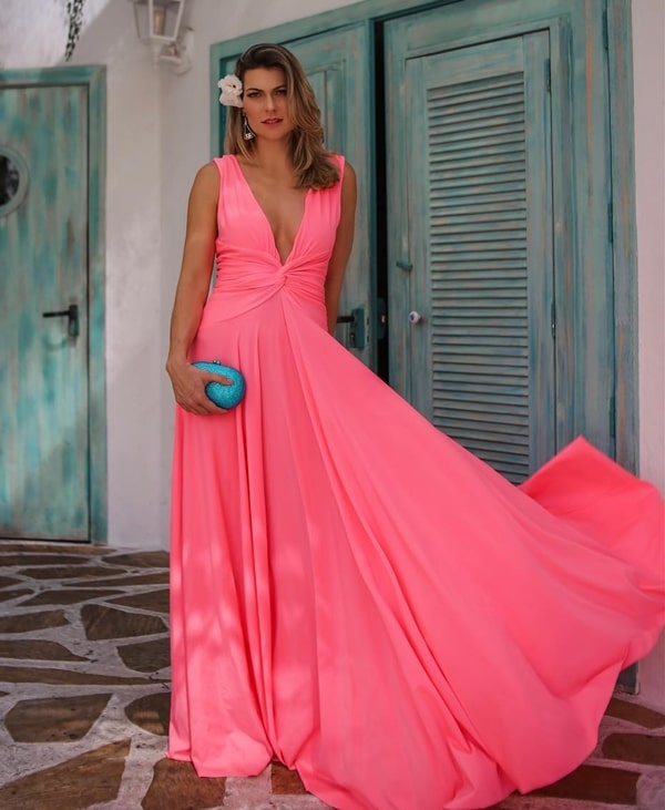 vestido longo rosa neon
