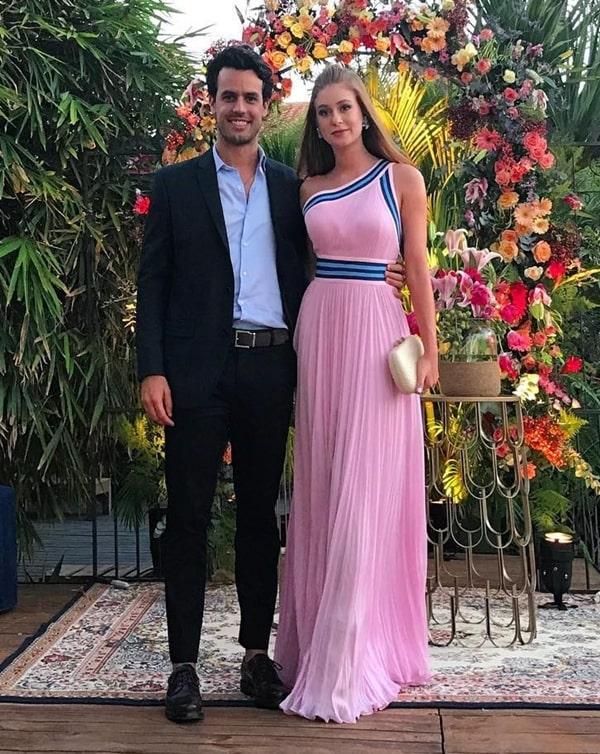 Marina Ruy Barbosa vestido de festa rosa claro plissado