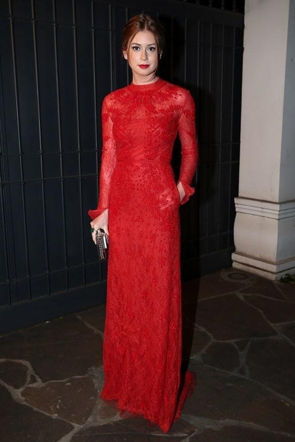 Marina Ruy Barbosa vestido de festa vermelho de manga longa