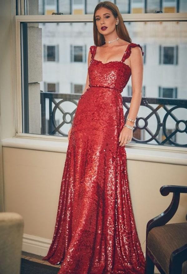 Marina Ruy Barbosa vestido de festa vermelho de paetes