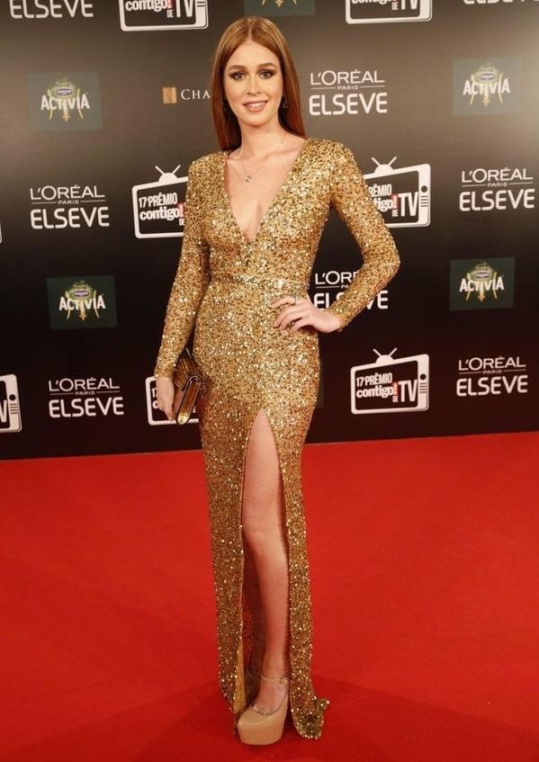 Marina Ruy Barbosa vestido de festa dourado de manga longa