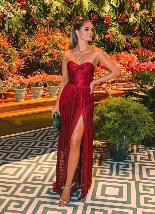 thassia naves vestido de festa longo vermelho com fenda e decote tomara que caia