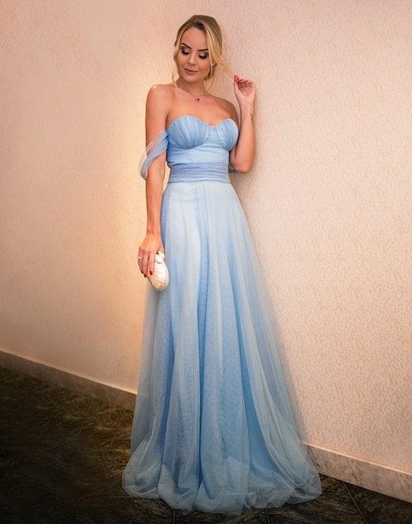 Layla Monteiro  vestido de festa longo azul claro