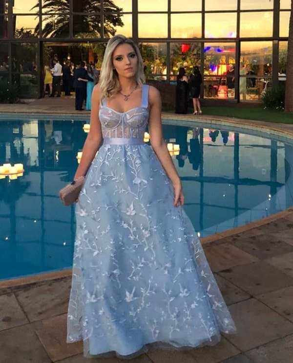 vestido de festa azul claro rendado corselete