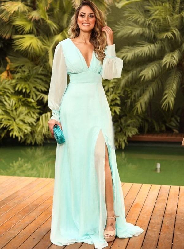 vestido de festa verde água com manga longa, saia fluida e fenda