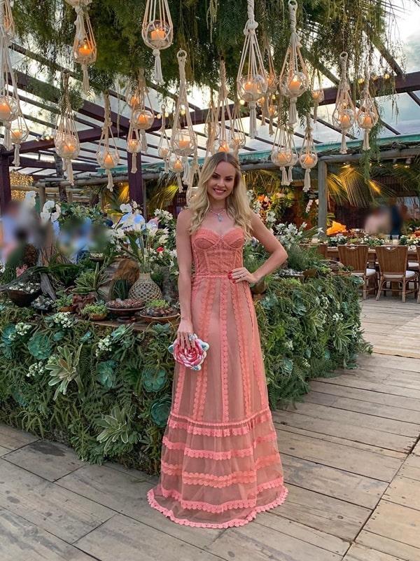 Layla Monteiro  vestido de festa longo coral casamento na praia