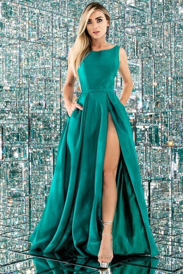 vestido longo verde com fenda