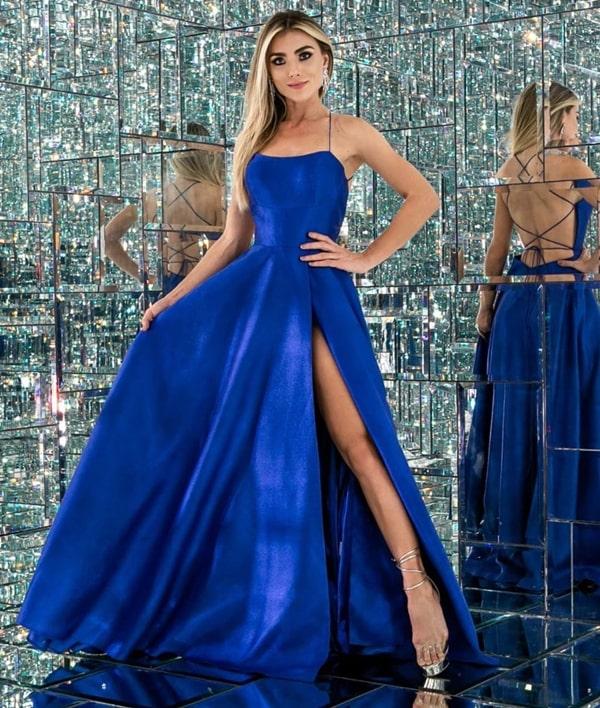 vestido de festa longo azul royal com fenda e decote nas costas