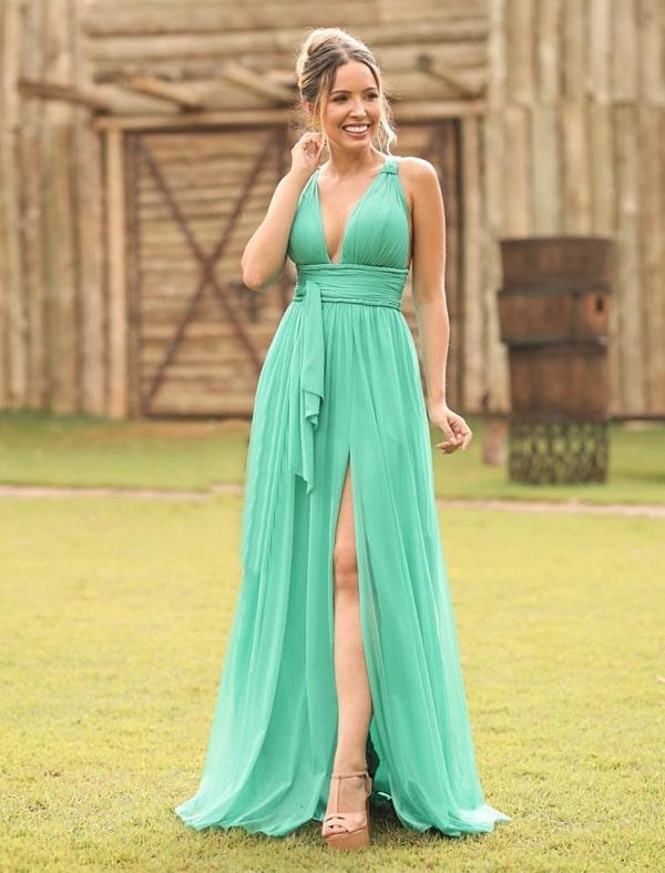vestido longo verde claro com fenda
