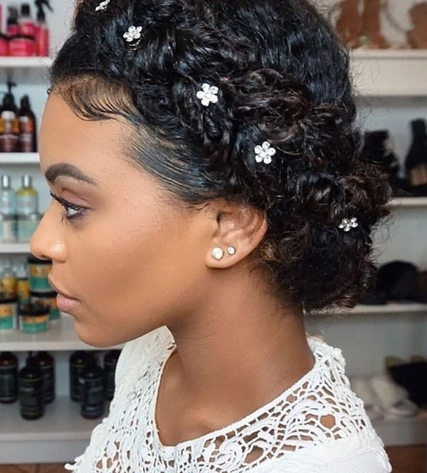 Ideias de penteado de festa  para cabelos afros, cacheados ou crespos