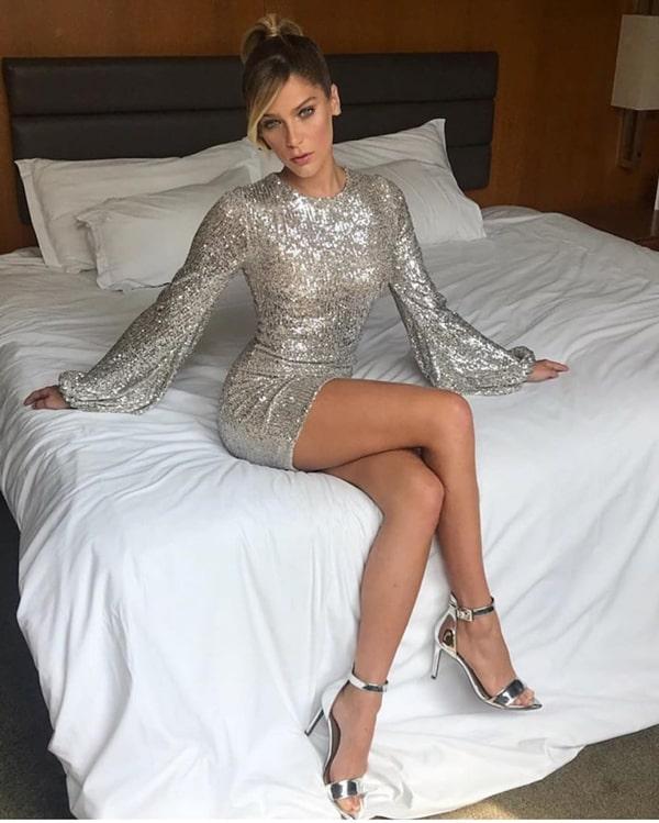 Vestido curto prata para convidada de formatura e casamento