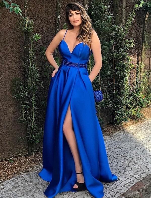 Vestido azul royal: longos para formaturas e casamentos!