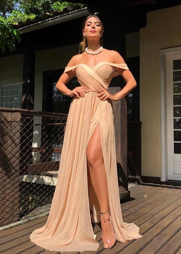 vestido de festa nude com fenda