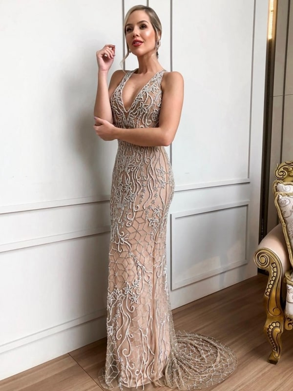 Vestido de festa nude: 10 longos para usar em 2019