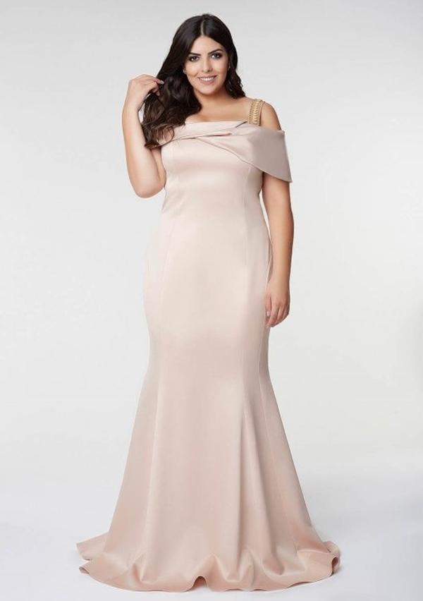 vestido longo nude plus size