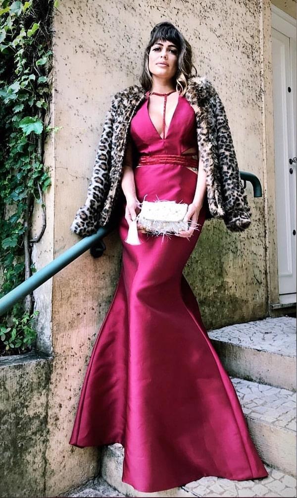 11fc1e492 03- Capas e pelerines: é a opção mais clássica de todas. Tem a opção de  capa longa ou curta e lembra muito os looks usados pelas mulheres da  família real.
