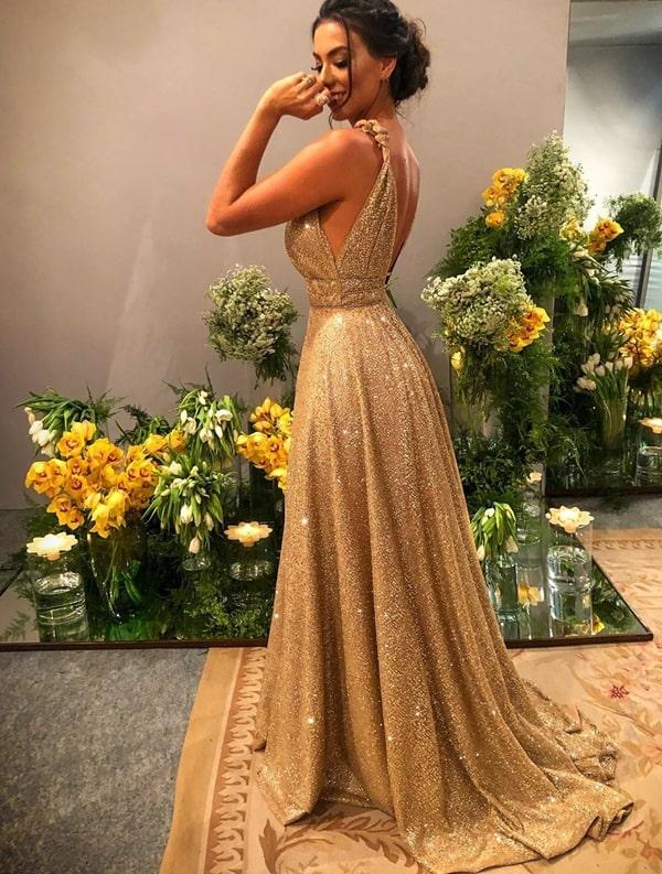 Vestido longo dourado com brilho