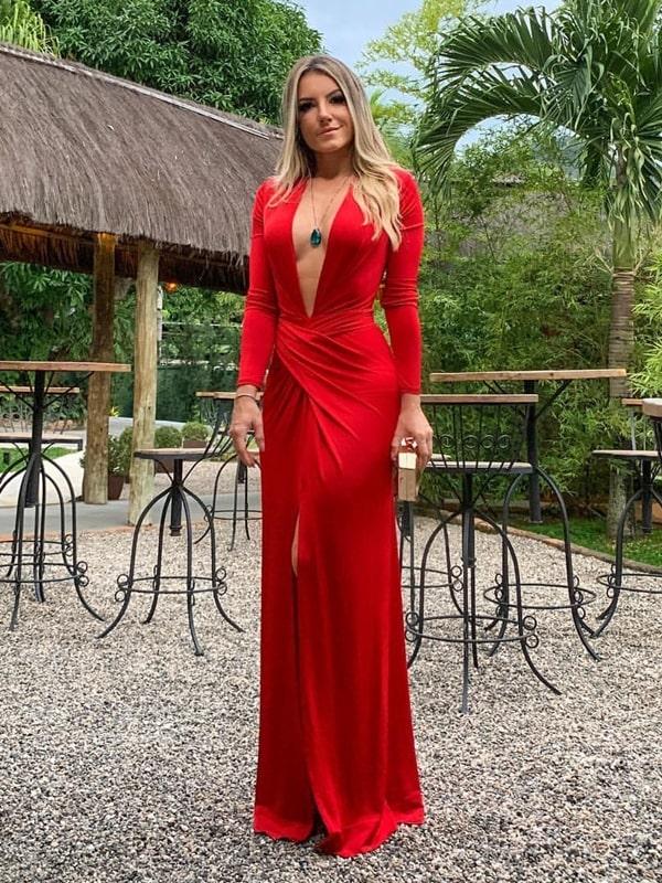 Vestido para convidada: 20 modelos longos e curtos. Na foto: vestido longo vermelho