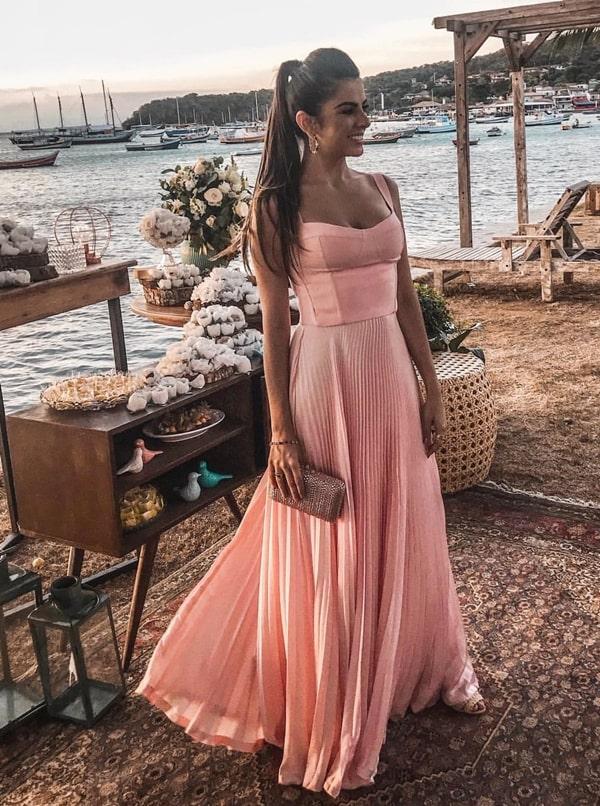 Vestido rose para madrinha de casamento na praia: tudo para arrasar no look!