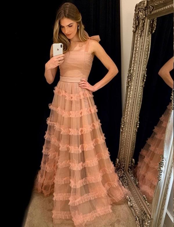 Vestido de festa nude: 20 longos para usar em 2019