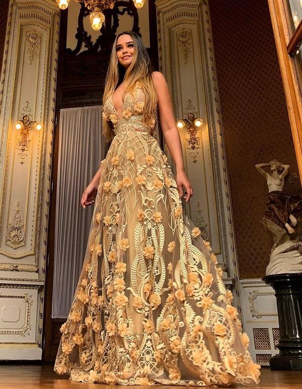 vestido de festa longo dourado com bordado 3D
