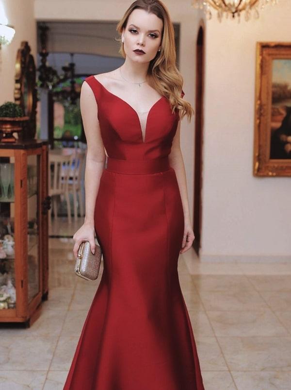 Vestido de festa marsala: seleção de longos para madrinhas e formandas