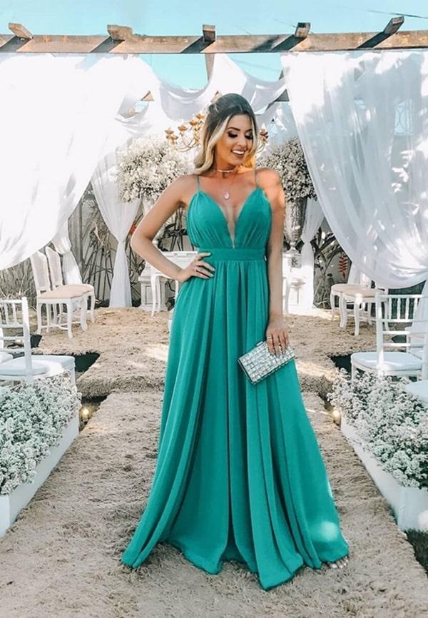 25 vestidos longos para madrinha de casamento na praia: os vestidos de festa que são tendência!