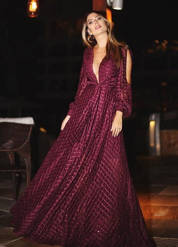20 vestidos de festa vinho para madrinhas de casamentos e formandas!  Na foto vestido vinho de manga longa