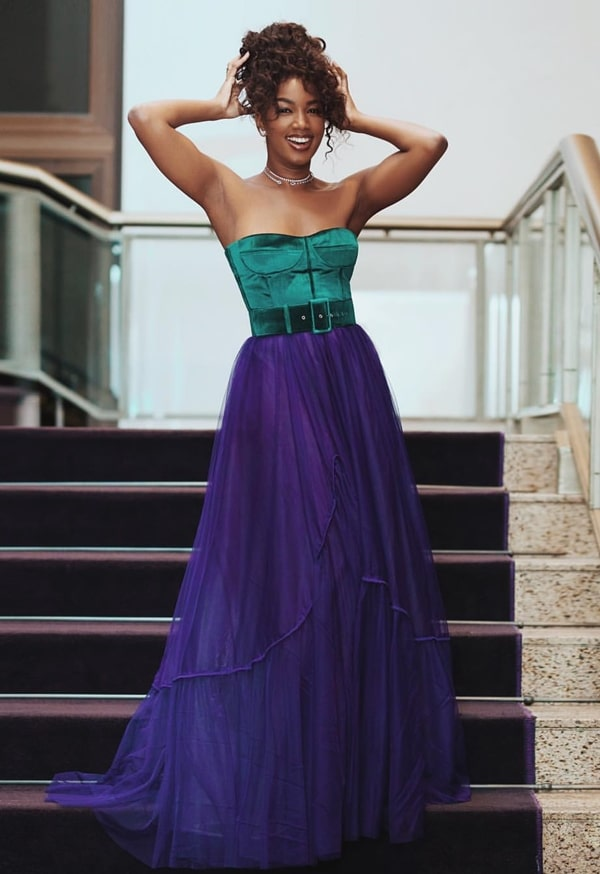 cantora iza vestido de festa
