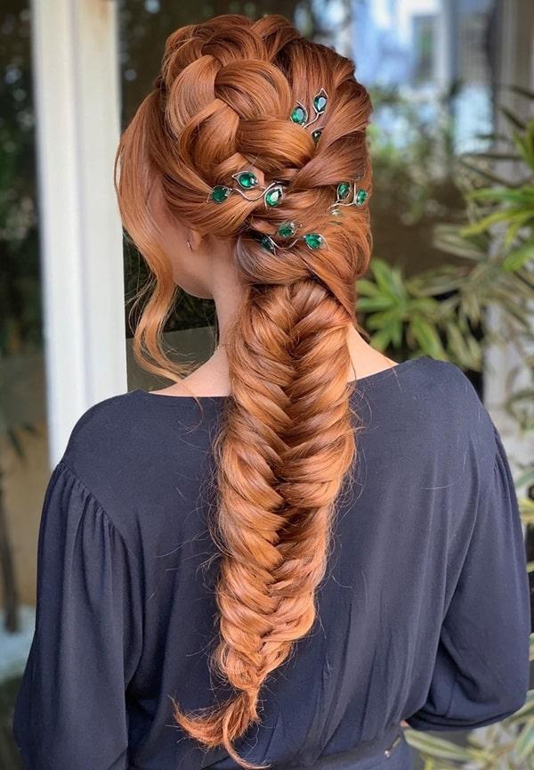 penteado de festa trança com acessórios
