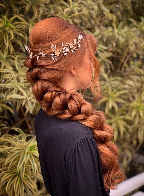 penteado de festa trança com tiara