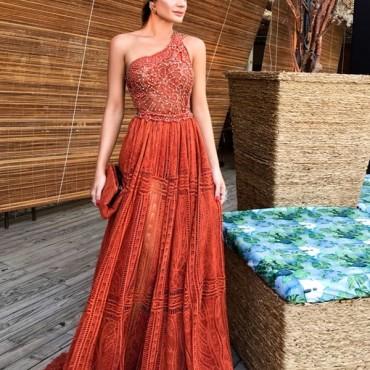 vestido de festa em tons terrosos para madrinha de casamento