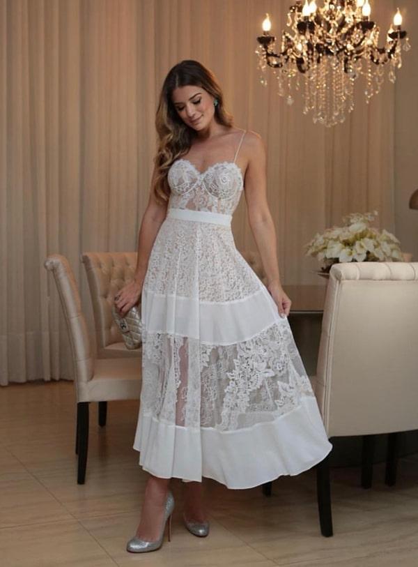 Vestido branco midi rendado para casamento civil