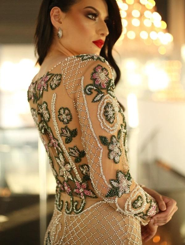 vestido de festa bordado com manga longa