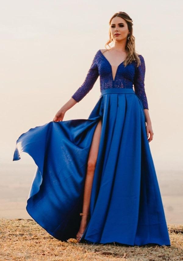 vestido de festa longo azul royal estilo princesa com fenda