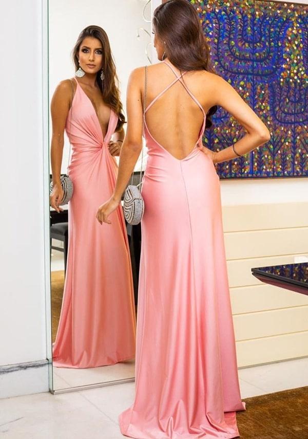 vestido longo rose com decote profundo e costas nuas