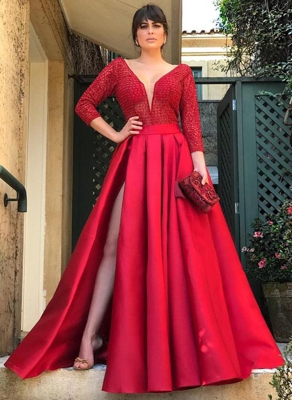 vestido de festa vermelho estilo princesa com fenda