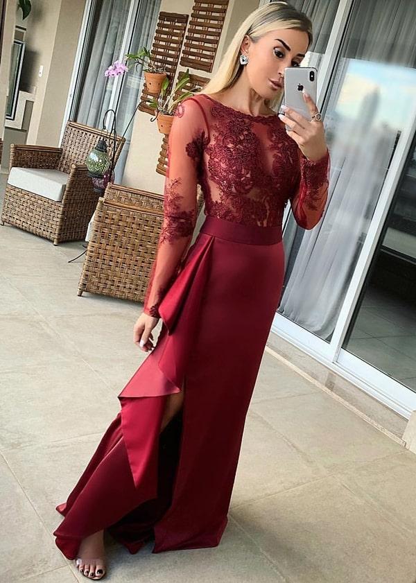 vestido de festa marsala com manga longa e fenda