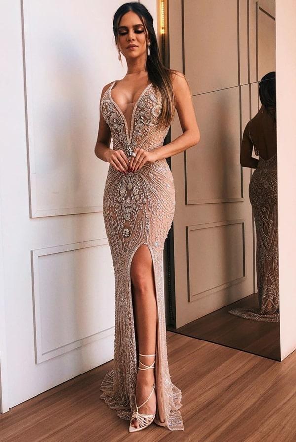 Vestido de festa longo nude  bordado com decote nas costas