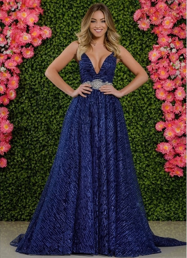 vestido de festa longo azul marinho estilo princesa com brilho