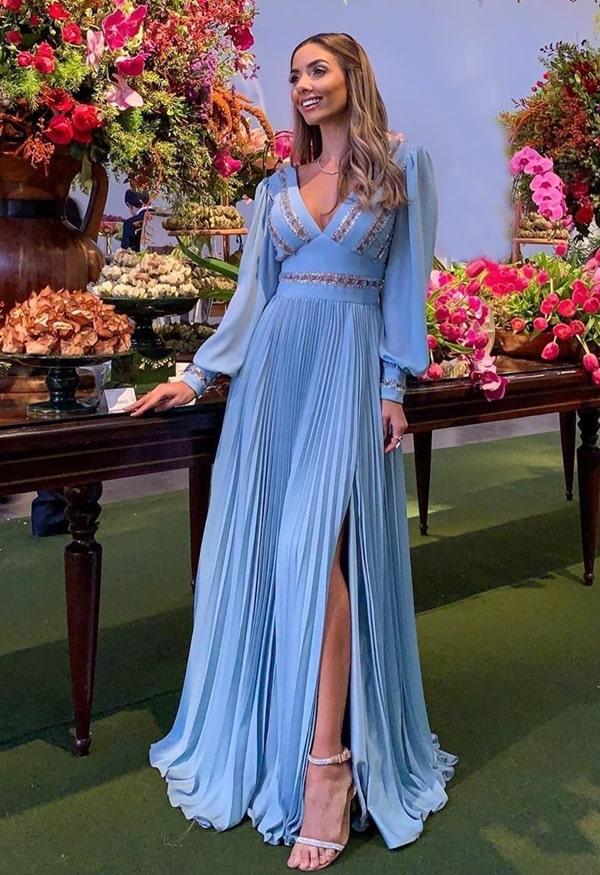 vestido de festa longo azul serenity com manga longa para madrinha de casamento