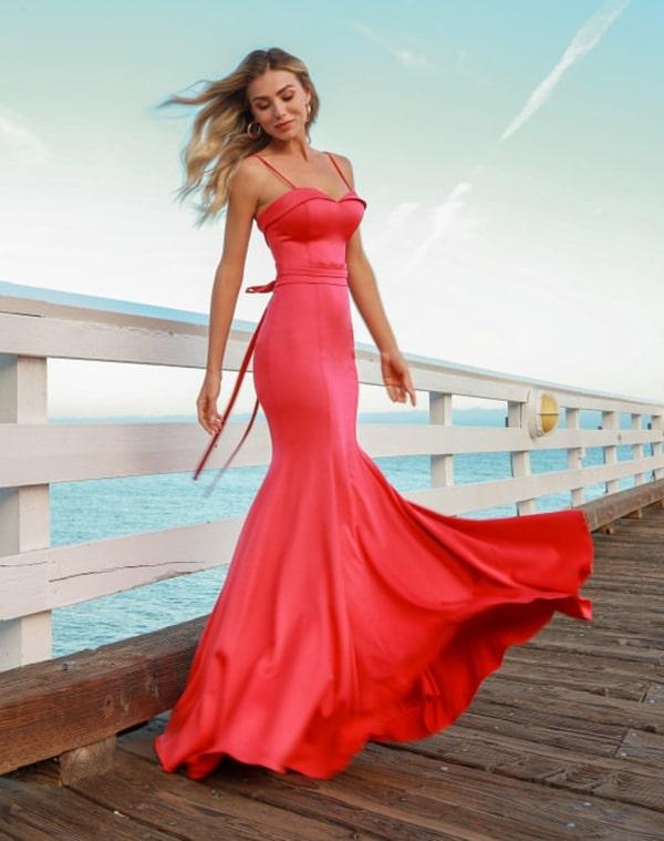 vestido de festa coral longo justo