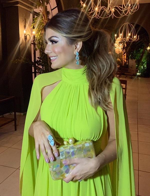 Ariane Canovas vestido de festa longo verde neon casamento