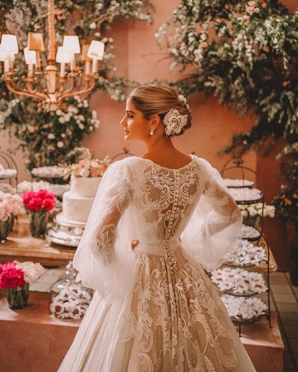 O vestido de noiva Thassia Naves