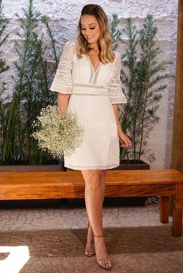 vestido branco rendado curto