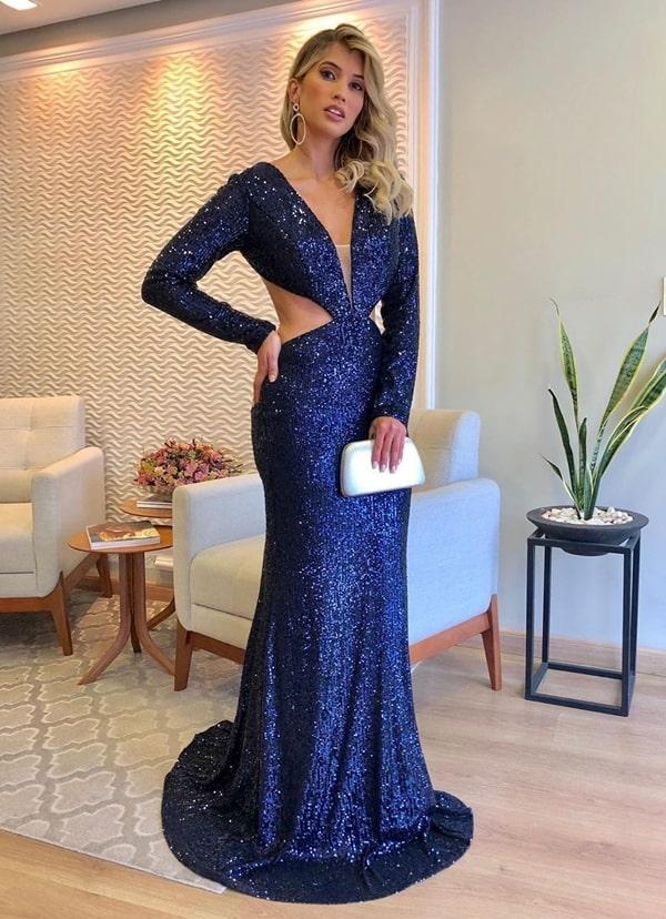 vestido longo de paetes azul marinho com manga longa e recorte na cintura