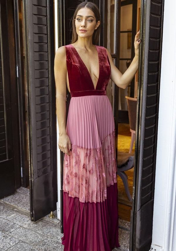 vestido longo e veludo rosa e marsala