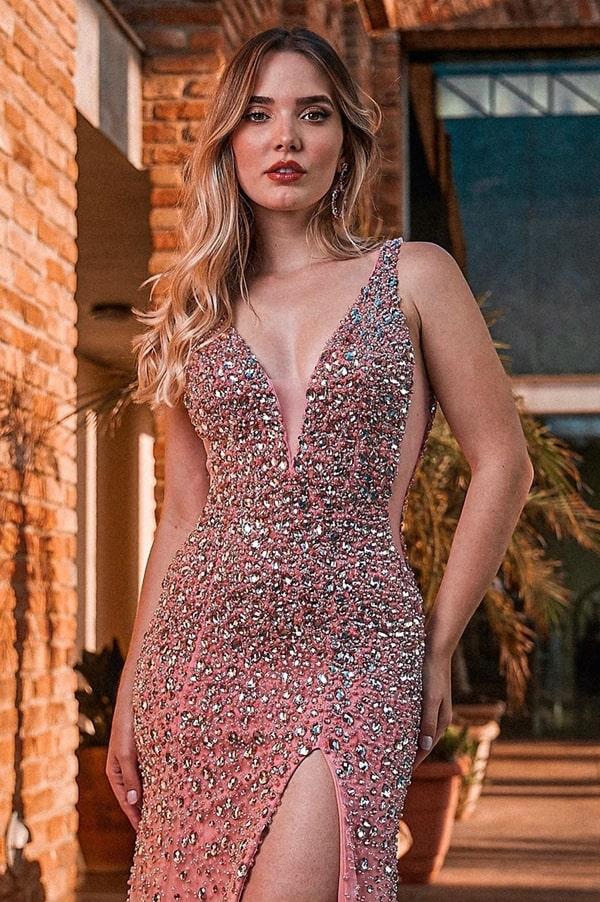 Vestido rosa bordado: 25 longos luxuosos para debutantes, madrinhas e formandas