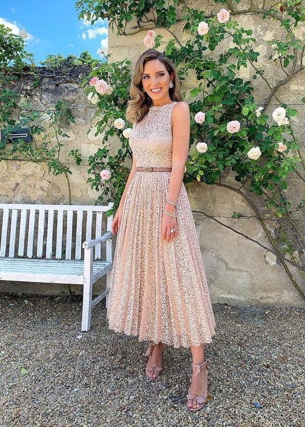 40 vestidos midi para casamento: Lele Saddi de vestido midi rendado