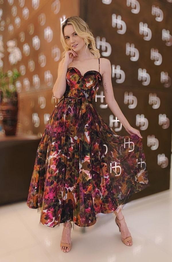 vestido de festa midi estampa floral para casamento